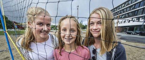 Mer fysisk aktivitet: Bertine Åneby (12), Jenny Alette Olsen (13) og Natalie Sveberg (13) er positive til Aps forslag om mer fysisk aktivitet. Foto: Geir A. carlsson
