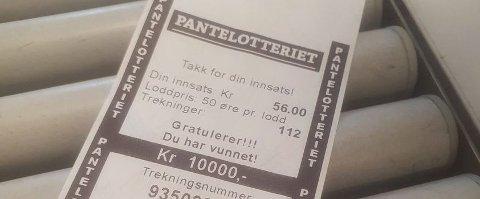 Beviset: Tone Berntsen fra Blaker kunne juble over 10.000 kroner i gevinst i Pantelotteriet.