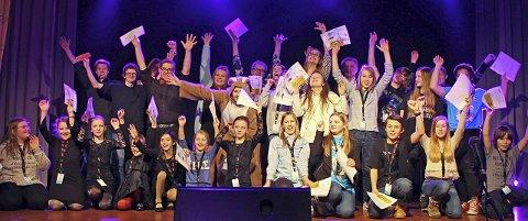 Glade ungdommer: All grunn til å juble for disse ungdommene fra Evenes, Tjeldsund og Skånland som alle går videre til fylkesmønstringen. Foto: Unn Kristin Laberg