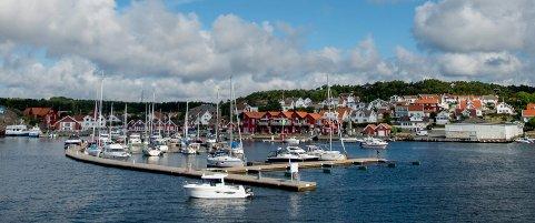 Tilsniker Hvaler Gjestehavn seg ekstra inntekter med å belaste dette gebyret for hver eneste som booker tidligere enn planlagt ankomstdag? spør en båteier.