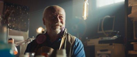 «Bestefar er en Alien» - Prisvinnende familiefilm med Nils Ole Oftebro som bestefar.