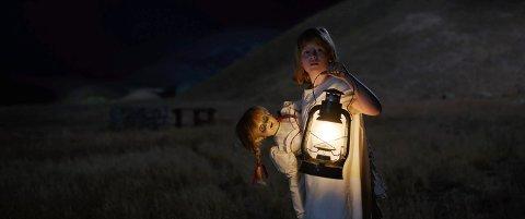 SKREKK OG GRU: Kinopublikummet i Hedmark vil gjerne la seg skremme. «Annabelle 2: Creation» ble den mest sette filmen i august. (Foto: Warner Bros. Entertainment)