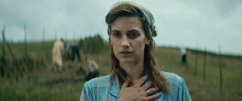UT OG STJÆLE HESTER: Danica Curcic i den norske filmen «Ut og stjæle hester», som var blant de mest besøkte i en svak kinomåned. (Foto: 4 1/2 og Norsk Film Distribusjon)