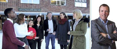 SKAPER DEBATT: Tonje Brenna (Ap) lytter til lærere og elever ved Lillestrøm vgs. Hovedutvalgsleder Arne-Rune Gjelsvik (Frp) etterlyser endringsvilje.