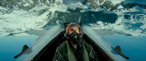 Tom Cruise – her i en scene fra «Top Gun: Maverick.» – skal i lufta også i Romsdalen. (Paramount Pictures via AP)