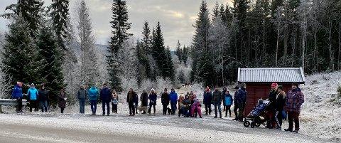 PROTESTERER: Naboene i Vestbygda står samlet om at de ikke ønsker noe snødeponi i Stokedalsveien. - Det vil medføre dårlig trafikksikkerhet, forurensning av miljøet og vil hindre fri ferdsel i marka, sier de.