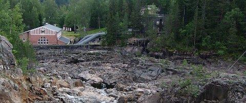 Nedenfor Dalsfoss dam. Ingen fiskevandring er her ivaretatt.