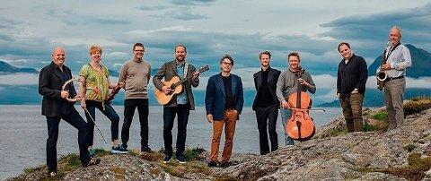 Bandet Fjord og Fjell er med på forestillingen Give me 5 i Surnadal kulturhus onsdag kveld.