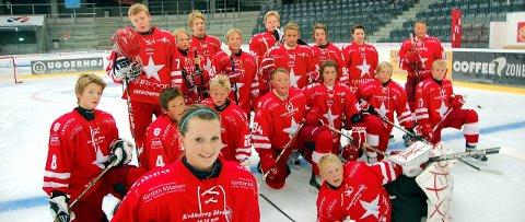VANT: Her har Julie Øiseth samlet alle hockeylaget etter seieren i 2011 i Gigantium – Aalborgs store idrettsstue. Foto: Vidar Henriksen