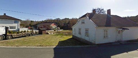 Strid om konsesjon: Til venstre ligger  eiendommen hvor Petter A Olsen driver sin næringsvirksomhet. Til høyre ligger  eiendommen som  Hvaler kommune har nektet Petter A Olsen konsesjon på.