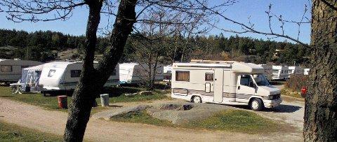 – HAR PLASS: Enhus Camping forsikrer at de har plass til flere bobiler – og anmoder turister som møter full plass på Værste til å dra fire kilometer lenger vekk.