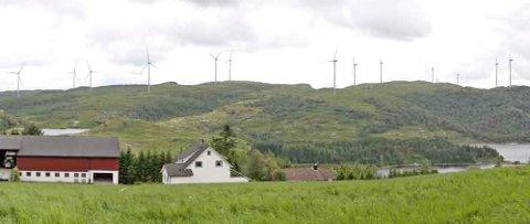 Vindmøller på Holmafjellet, med garden til Tora-Britt og Magnor Svela i framgrunnen.