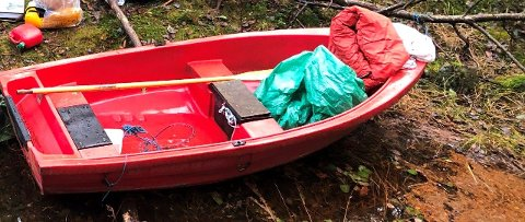 FUNNET: Det er denne jolla som er funnet. Nå ønsker politiet at eieren tar kontakt.
