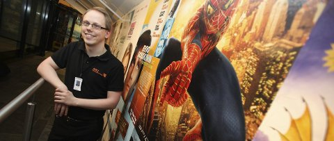 NY SJEF: Alexander Dalen (26) fra Ski er SKI Kino sin nye kinosjef, men Forrest Gump er en større helt enn Spiderman.FOTO: ODD INGE RAND