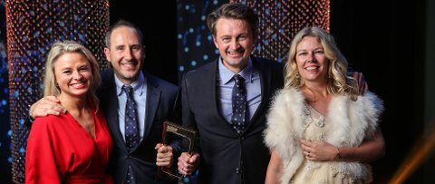 FEIRET: Harald Rønneberg og Thomas Numme, med sine respektive, Sølvi Haugland og Annette Walther Numme. (Pressefoto: Øyvind Ganesh Eknes/TV2)