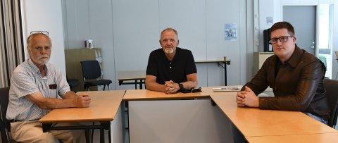 Kriseledelsen: Fv fungerende kommunedirektør Svein Olav Dale, fungerenede ordfører Vidar Holmsen Engh og beredskapsansvarlig Elias Lien.