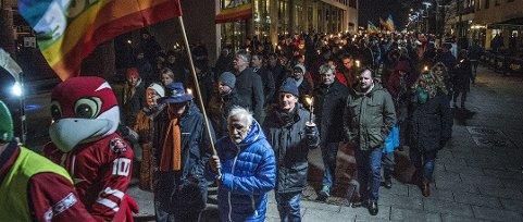 Rekord-oppmøte: Slik så det ut da fredamarsjen markerte avsky mot terrorhandlingene i Paris for snart to år siden. Nå håper Jan-Kåre Fjeld at mange dukker opp for å støtte flyktningene onsdag.