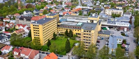 Strid på Ccignon: Slik ser sykehuset ut i dag. Det er snakk om tre etasjer ekstra. Men går det an å forandre den gule fasaden?