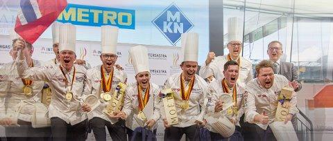 GULL: Det Norske Kokkelandslaget tok gull i Kokke-OL 2020 og er best i verda. Tonje Torvanger (midten) siktar mot gull i både VM og OL.