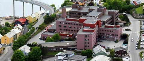 Arkivfoto: Selv om koronapasienter fra Nordmøre sendes til sykehus i Molde eller Ålesund, betyr ikke det at sykehuset i Kristiansund ikke tar imot personer med påvist eller mistenkt koronasmitte.