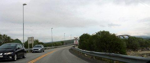 NY ASFALT: Her, på Sandnessundbrua i Tromsø, blir det veiarbeid denne uka. Flere andre veistrekninger skal også fikses denne uka.