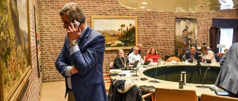 FORHANDLET: Ordfører Bjørn Ole Gleditsch (H) har vært i forhandlinger med Vestfold Flyplassinvest AS, sammen med fylkeskommunen. Tirsdag orienterte han politikerne i et lukket møte i formannskapet.