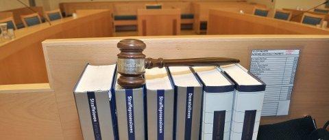 DØMT: Mannen som slo en bekjent i hodet med en hammer ble dømt til fengsel og til å betale 50.000 kroner i opprensing.