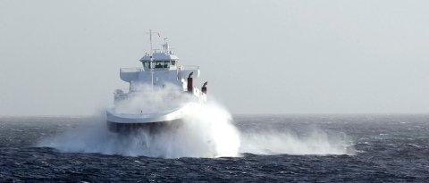 """""""Mastrafjord"""" under en storm i Boknafjorden i 2011. Klokken 13 i dag  opplyste FJord1 at siste båt fra Arsvågen i dag går klokken 18.30."""