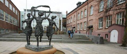 RØDT NIVÅ: Fra mandag 1. mars er det rødt nivå på Kirkeparken videregående skole.