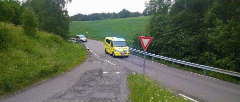 ULYKKE: En mopedist har kjørt i autovernet i Erikstadveien mandag morgen