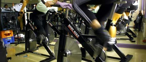 UTEN PRAKTISK BETYDNING: Trening forlenger livet, men er i praksis uten effekt når det gjelder å bli kvitt overflødig fett på kroppen, hevder forskere.