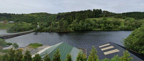 I Hallandsvatnet ved Manger på Radøy er det verken lov å fiske, bade eller vasse.