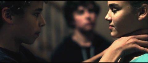 KVELING: Fra en informasjonsvideo om The Choking Game (kvelelek) fra YouTube.