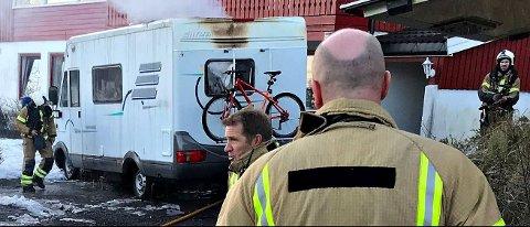 TOTALSKADET: En bobil brant ut innvendig i Holmestrand fredag.