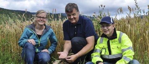 Jordflytting: Torhild Narvestad Anda, Håkon Borch og Trond Knapp Haraldsen er spent på Ikea-avgjørelsen. Foto: Kjersti halvorsen
