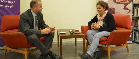 FØRSTE MØTE: Stortingspresident Olemic Thommesen i samtale med Halala Rahimi.  Foto: Morten Høitomt