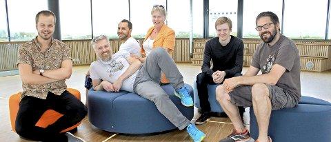 Expology: Syver Lauritzsen, Thomas Viktil michel d'Ailhaud de Brisis, til høyre Alexander Fornæs og Anders Havskjold. Kari Gjetrang er gründer for Expology og prosjektleder.
