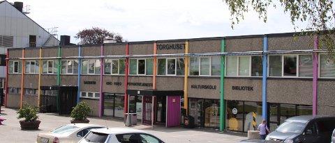 TORGHUSET: Å bygge helt nytt kulturhus på Jørpeland med det første, er lite aktuelt. En god løsning kan være å gjøre Torghuset til en «fritidsfabrikk» for ungdom.
