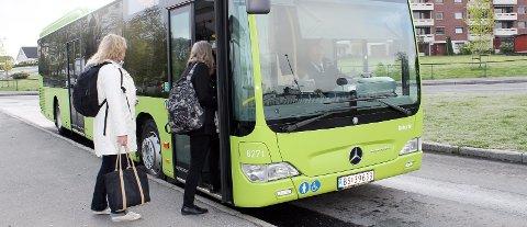 Buss for tog: Som følge av streiken i NSB, anbefales nå Ås-pendlere å ta bussen innom Drøbak på sin vei innover til Oslo. arkiv
