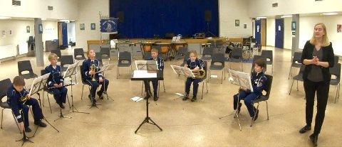 Juniorkorpset med dirigent Siri Kvaleid.