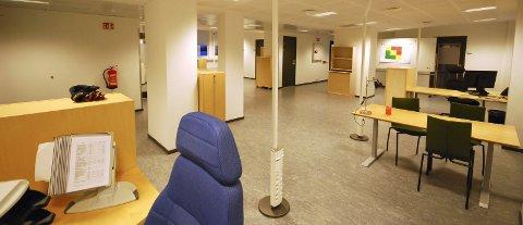 TOMME LOKALER: I dette tomme kontorlandskapet var det fullt opp av ansatte da bemanningen ved skattekontoret i Vadsø var på topp. Nå er det massevis av ledig kontorplass, langt mer enn på bildet.