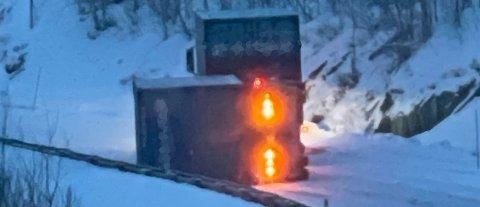 STENGT: E6 i Balsfjord er stengt på grunn av en veltet henger til et vogntog. Foto: Nordlys-tipser