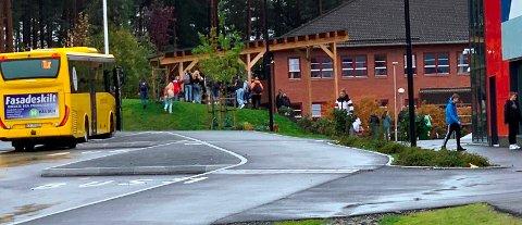 Ungdom som bor i utkantene i Bamble, har fått tilbud om flexiruter med buss til og fra den nye ungdomsklubben ved ungdomsskolen på Grasmyr.