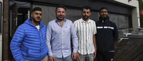 ÅPNER RESTAURANT:  F.v. Ynus Bahadir, Harun Arslan, Recap Gøkce og Shamyl Mukhatar (sistnevnte eier bygningen og har drevet Jafs en periode).