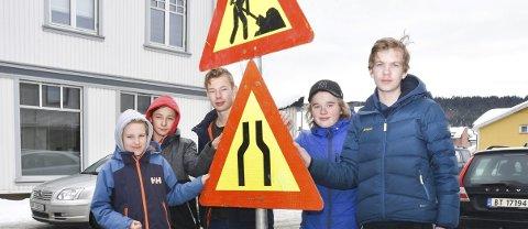 På jobbjakt: Sander Torvik (f.v.), Michael Chowaniak, Nicolay Evensen, Sondre Iversen Dale og Magnus Tandberg Gundersen i 9.-trinn ved Veiavangen ungdomsskole jakter på småjobber.