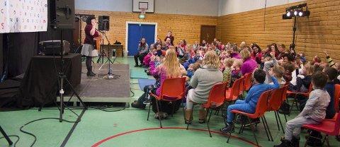 Engasjerte: Tonje Unstad var flink til å dra ungene i salen med i konserten sin. De sang med og telte både fingre og tær underveis.