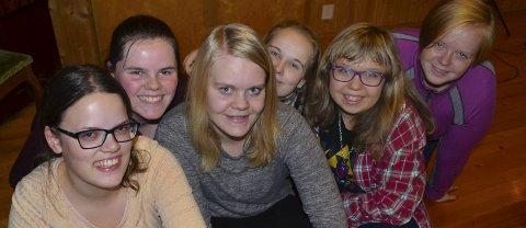 KLARE FOR KONSERT: Fra venstre: Emilie Engerdahl, Sandra Bjerkås, Camilla Bjerkely Arnesen, Mathilde Rustaden, Ine Sofie Lodsby og Monica Hagen.Foto: Kine Vik-Erstad