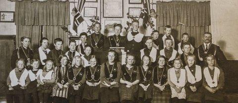 BARNELOSJEN: Postkortet er påskrevet med håndskrift: «Brandbu, 1922 (Gran kommune). Barnelosjen (IOGT)».