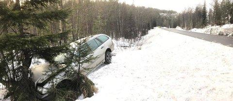 En personbil kjørte av E134 på Meheia. Personen som satt i bilen ble ikke skadet.