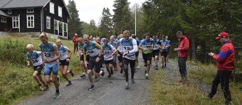 FULL FART: Odin Dokken Berget (startnummer 23) løp raskest fra Lyngdal til Flesberg og vant den 62. utgaven av Numedalsløpet.FOTO: OLE JOHN HOSTVEDT